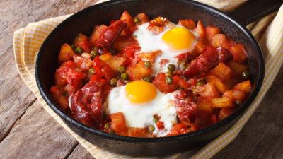 Huevos a la flamenca, closeup. Horizontal